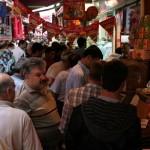 Foule à Eminönü avant la fête du Ramadan