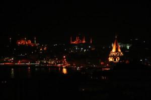 Vue nocturne sur la Tour de Galata, Sainte-Sophie et la mosquée bleue