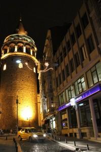 la tour de Galata de nuit