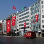 Drapeaux turcs pour la fête de la Victoire