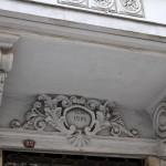 Fronton d'une bâtisse dans la rue des banquiers