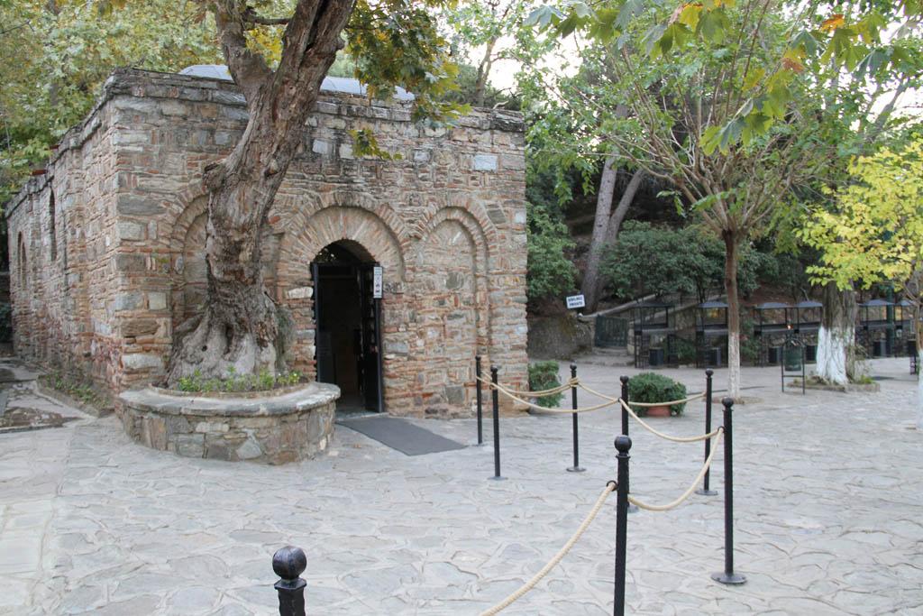 La maison où vécut la Vierge Marie à Éphèse et son tombeau à Jérusalem... L%C3%A9glise-de-la-maison-de-la-Vierge-%C3%A0-Eph%C3%A8se