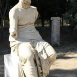 Une statue sur le site de Claros