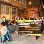 Le tambour mène le défilé du carnaval de Tatavla