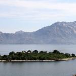 Un ilôt sur le lac de Bafa