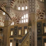Dans la mosquée Sabancı Merkez d'Adana