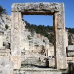 Une des portes du monastère d'Alahan