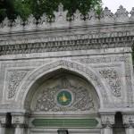 portail d'entrée de la mosquée Pertevniyal sultan à Aksaray