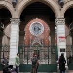 Entrée de l'église Saint-Antoine d'Istanbul