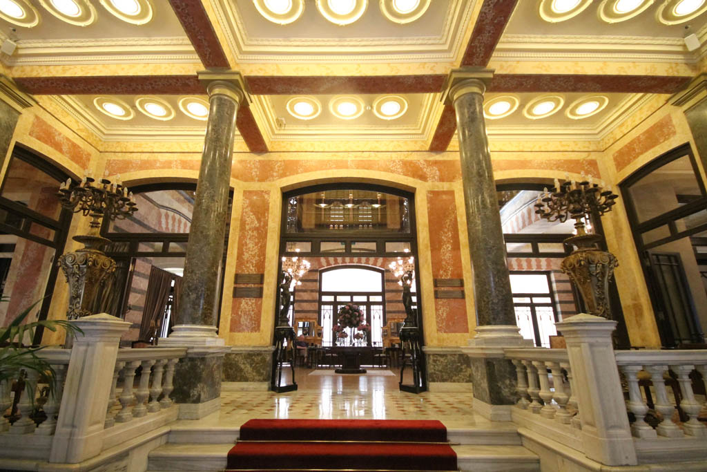 L'entrée du Pera Palace d'Istanbul signé Vallaury