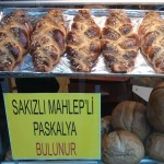 Brioche pascale dans une vitrine d'Istanbul
