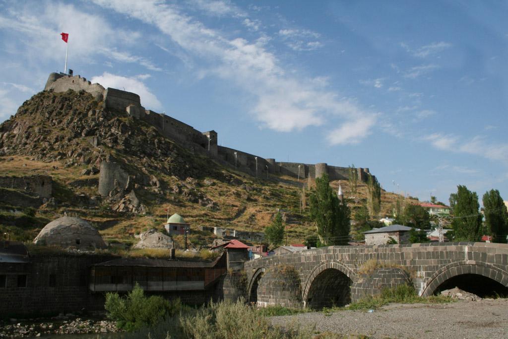 Citadelle de Kars et le vieux pont