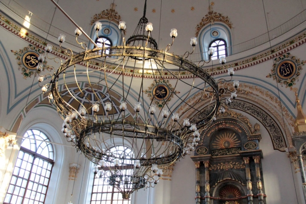 Dans la mosquée Aziziye à Konya