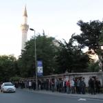 File d'attente devant la tente de l'iftar à Şişli