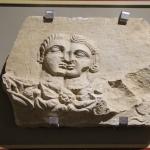 Partie d'urne funéraire de l'époque romaine, musée archéologique d'Alanya