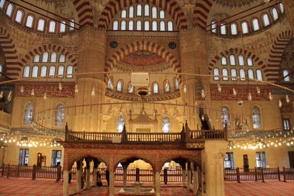 Salle de prière de la mosquée Selimiye à Edirne