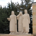 Statues dans l'enceinte d'Anıtkabir à Ankara