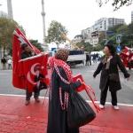 Vendeurs ambulants un 10 novembre devant le palais de Dolmabahçe