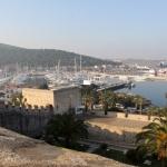 Vue sur la marina de Çeşme du haut de la citadelle