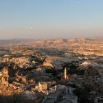 Vue sur Göreme du haut du piton d'Üçhisar