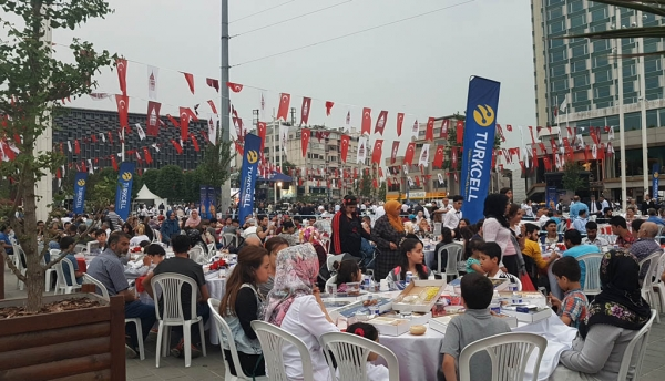 Soir d'iftar place de Taksim