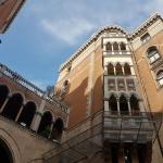 Façade de l'entrée de la cour de l'église St-Antoine, Istanbul