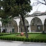 Le jardin de la mosquée Gazi Ahmet Paşa d'Istanbul