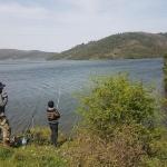 Pêcheurs au bord du barrage d'Alibeyköy à Istanbul
