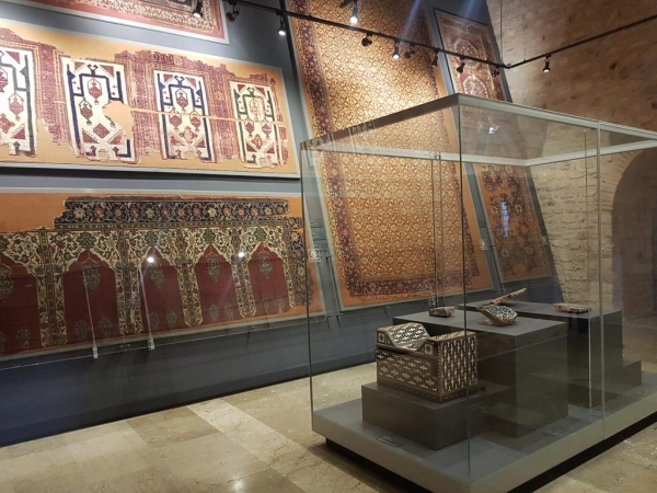 Section des tapis, musée des arts turcs et islamiques d'Istanbul
