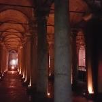 Dans la citerne-basilique d'Istanbul