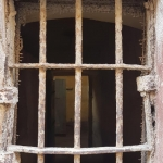 A travers une fenêtre de la prison-musée de Sinop