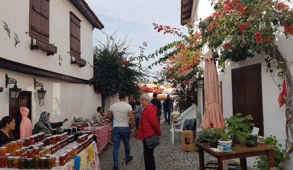 Produits locaux au marché dominical de Sığacık